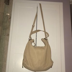 VINCE CAMUTO GENUINE TAN LEATHER, HOBO STYLE. NICE